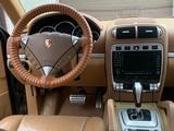 Porsche Cayenne 2005 года за 3 500 000 тг. в Атырау – фото 2