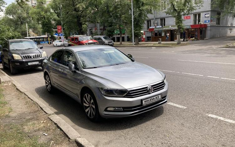 Volkswagen Passat 2018 года за 12 500 000 тг. в Алматы