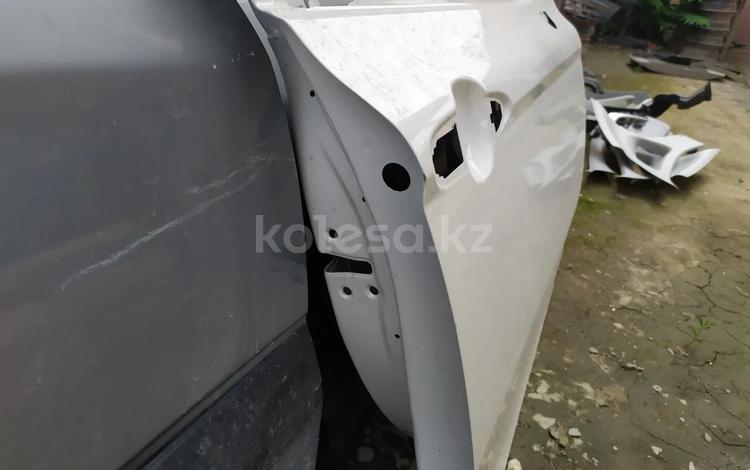 Кузовной дверь тоуота Камри 70 за 200 000 тг. в Шымкент