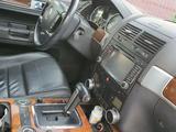 Volkswagen Touareg 2007 года за 5 500 000 тг. в Аксай – фото 4