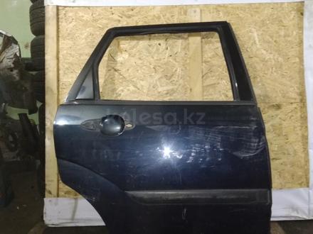 Дверь задняя правая на Форд Фокус 2000 г. Универсал за 5 000 тг. в Караганда