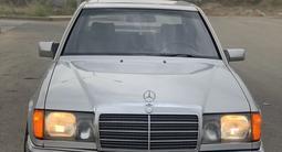 Mercedes-Benz E 220 1993 года за 2 350 000 тг. в Тараз – фото 2