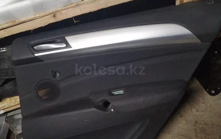 Обшивка задней правой двери на BMW x6 e71 за 15 000 тг. в Алматы