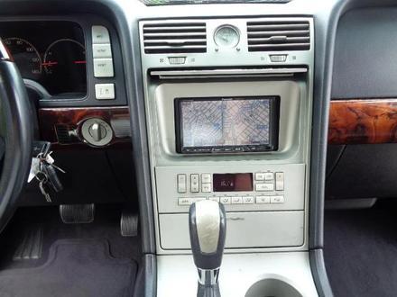 Lincoln Navigator 2006 года за 3 100 000 тг. в Алматы – фото 17