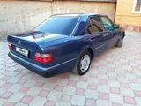 Mercedes-Benz E 220 1993 года за 2 600 000 тг. в Алматы – фото 4