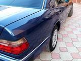 Mercedes-Benz E 220 1993 года за 2 600 000 тг. в Алматы – фото 5