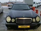 Mercedes-Benz E 320 1997 года за 3 500 000 тг. в Актау – фото 2