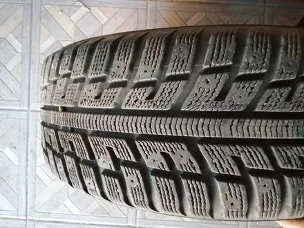 Комплект зимней резины с дисками за 100 000 тг. в Алматы