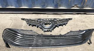 Решётка радиатора Toyota Camry 70 Оригинал за 4 500 тг. в Алматы