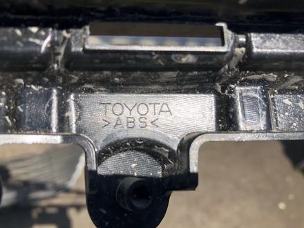 Решётка радиатора Toyota Camry 70 Оригинал за 4 500 тг. в Алматы – фото 4