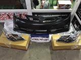 Комплект (бампер с фарами в сборе) facelift Camry 50 SE… за 190 000 тг. в Алматы