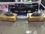 Комплект (бампер с фарами в сборе) facelift Camry 50 SE… за 190 000 тг. в Алматы – фото 2