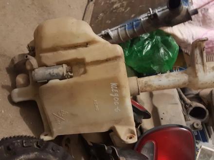 Бочек омывателя с моторчиком мазда кседос 6 за 6 000 тг. в Актобе