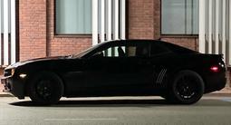 Chevrolet Camaro 2011 года за 6 000 000 тг. в Уральск – фото 2