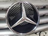Решетка капота на Mercedes w215 CL55 AMG c215 за 72 644 тг. в Владивосток – фото 3