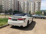 Toyota Camry 2018 года за 9 600 000 тг. в Уральск – фото 2