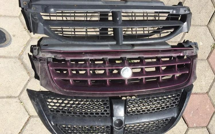 Решетка радиатора Dodge оригинал за 8 000 тг. в Караганда