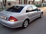 Mercedes-Benz C 200 2001 года за 3 300 000 тг. в Караганда – фото 3