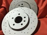 Перфорированные тормозные диски BMW за 30 000 тг. в Алматы – фото 2