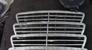 Решетка на капот mercedes w203 c-класс за 555 тг. в Алматы