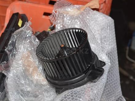 Моторчик печки на мерседес S320 W220 за 3 000 тг. в Алматы