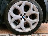 Диски + шины на БМВ x5 e70, x6 e71 (BMW x5, x6) за 400 000 тг. в Алматы