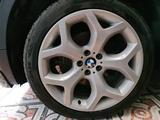 Диски + шины на БМВ x5 e70, x6 e71 (BMW x5, x6) за 400 000 тг. в Алматы – фото 4