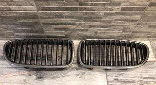Решетка радиатора ноздри BMW f10 за 30 000 тг. в Костанай