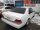Mercedes-Benz E 320 1992 года за 2 100 000 тг. в Атырау – фото 2