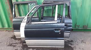 На Mitsubishi Pagero двери за 10 000 тг. в Алматы