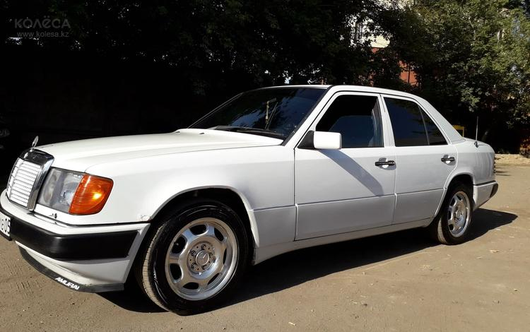 Mercedes-Benz E 220 1993 года за 1 850 000 тг. в Алматы
