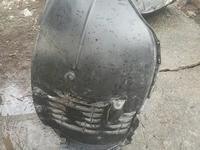 Подкрылок передний правый Мерседес W221 за 25 000 тг. в Алматы