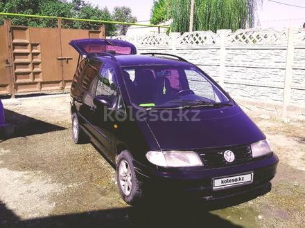 Volkswagen Sharan 1998 года за 1 400 000 тг. в Алматы