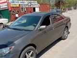 Toyota Camry 2004 года за 5 100 000 тг. в Усть-Каменогорск – фото 2