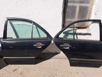 Mercedes-benz 210 кузов двери за 20 000 тг. в Тараз