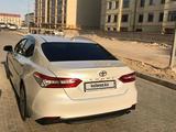 Toyota Camry 2021 года за 18 300 000 тг. в Актау – фото 2