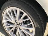 Toyota Camry 2021 года за 18 300 000 тг. в Актау – фото 4