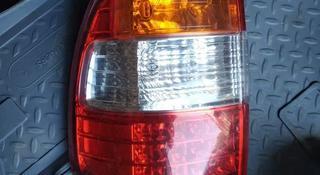 Задний фонарь на крышку багажника Toyota Land Cruiser 100 за 111 тг. в Алматы