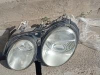 Фара левая ксенон (стекло с трещиной) за 12 000 тг. в Алматы