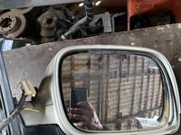 Туарег правое зеркало треснутый корпус америка за 15 000 тг. в Алматы
