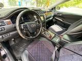 Toyota Camry 2016 года за 9 700 000 тг. в Павлодар – фото 2
