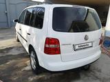 Volkswagen Touran 2003 года за 3 200 000 тг. в Шымкент – фото 2