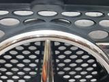 Решетка радиатора Mercedes V-Class 2005 W639 за 34 693 тг. в Владивосток – фото 2