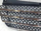 Решетка радиатора Mercedes V-Class 2005 W639 за 34 693 тг. в Владивосток – фото 3