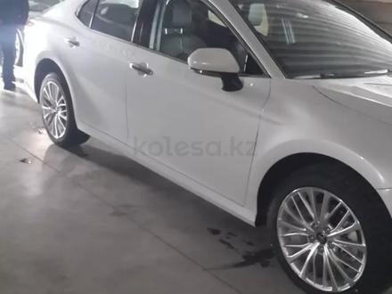 R18 диски 5*114.3 с шинами Bridgestone за 450 000 тг. в Алматы – фото 2