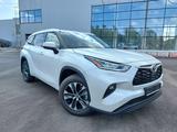 Toyota Highlander Prestige 2021 года за 29 490 000 тг. в Костанай