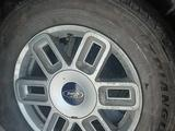 Комплект дисков с шинами. за 80 000 тг. в Костанай