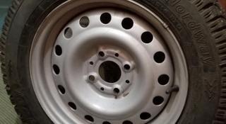 2-е новые зимние шипованые шины 175*65*R14 + диски за 35 000 тг. в Караганда