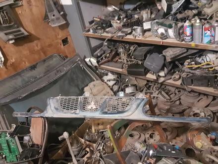 Решетка радиатора митсубиси делика об 2, 8 96г за 11 000 тг. в Актобе