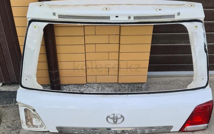 Верхняя крышка багажника на LC200 за 50 000 тг. в Атырау